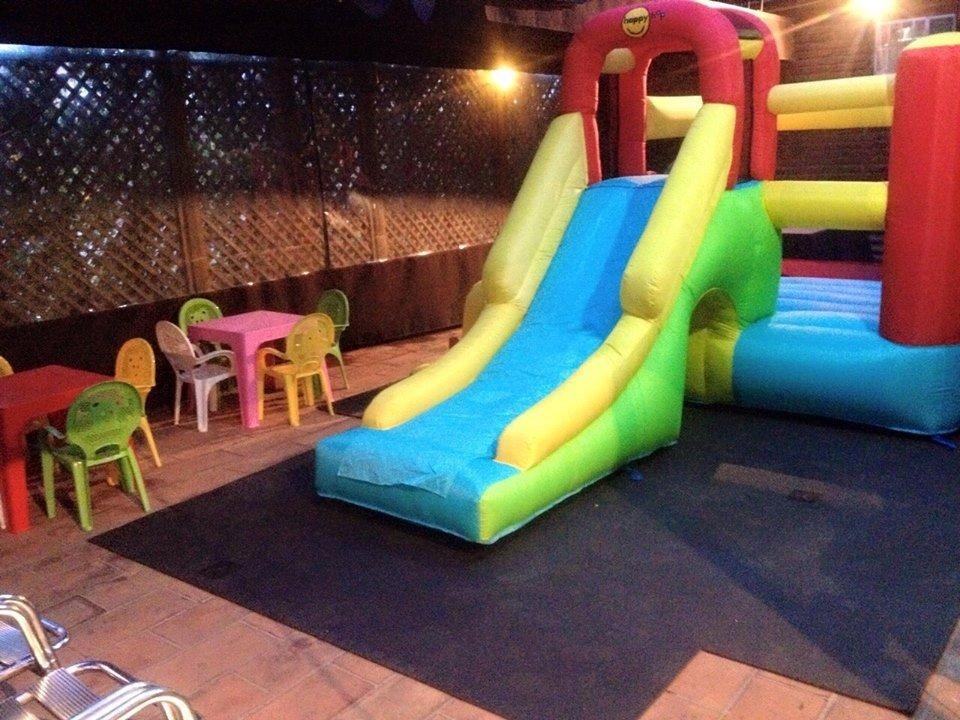 Salir con niños en sabadell. Restaurante con chiquipark y menu infantil barato