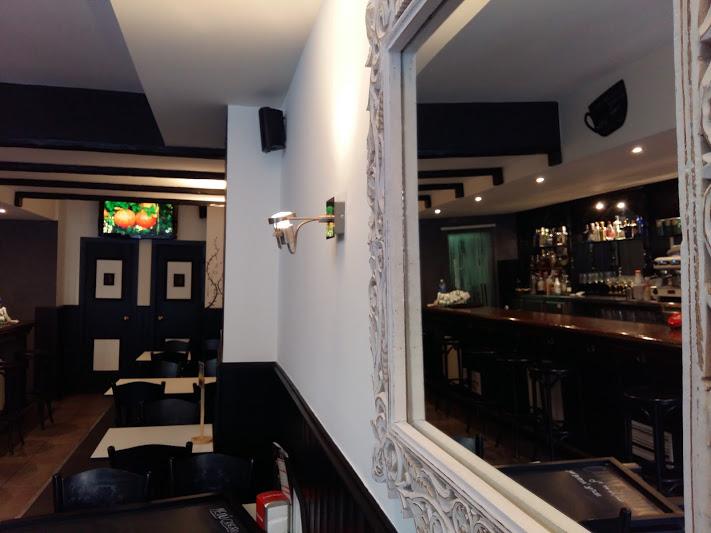 decoración del bar en el eix macià